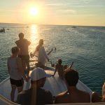 Varen bij zonsondergang op Curacao